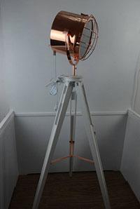 Lámpara de metal de pie - Lámpara de metal de pie, fabricado en madera y acero