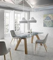 Mesa Isabella - Mesa de comedor extensible Isabella, tope de cristal, patas de madera