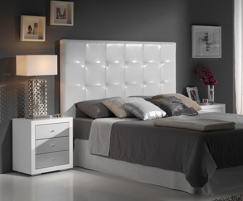Cabecero polipiel blanco o plata cabeceros camas y for Muebles de habitacion en blanco