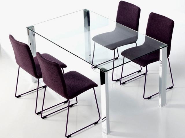 Mesas de cristal para comedor ventajas for Mesas de comedor de vidrio modernas