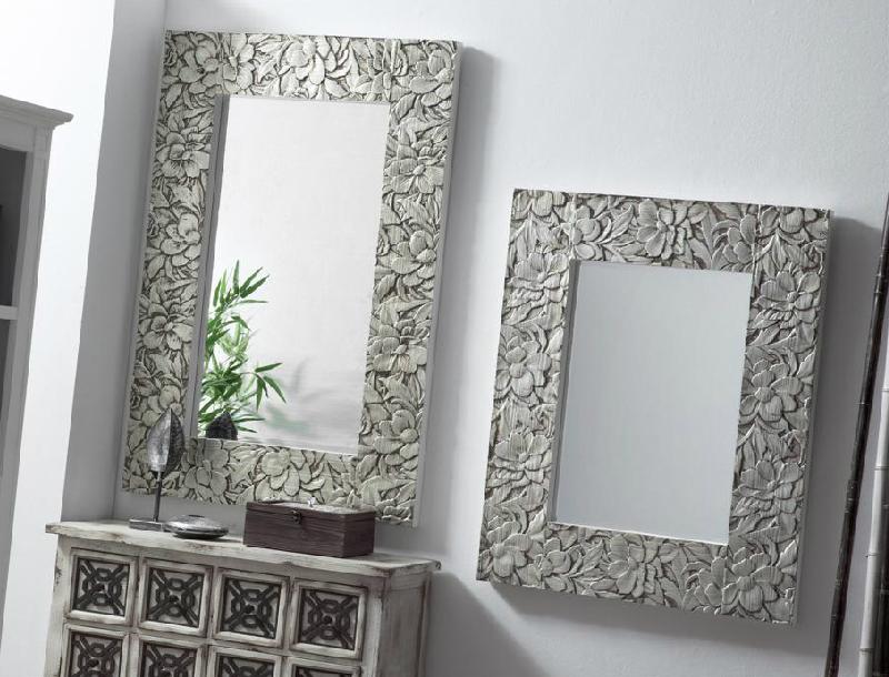 Espejos dorados o plata de madera tallada for Espejo pared plata