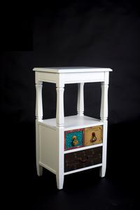 TELEFONERA ESTILO VINTAGE - Telefonera vintage color blanco cajones colores en madera de pino y MDF.