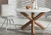Mesa con pies de roble macizo en acabado natural - Sobre de DM lacado blanco mate.