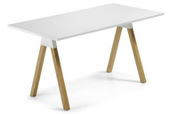 Mesa de dise�o escandinavo - Combinaci�n de madera lacada blanca y fresno macizo en natural.
