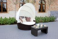 Tumbona de exterior y mesa modelo KAMASUTRA