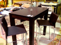 Mesa alta BAR modelo LEDA y taburetes ROMA