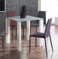 Juego comedor con versi�n bar/taburetes disponible - Mesas con sobre de cristal templado, mesas en 4 acabados