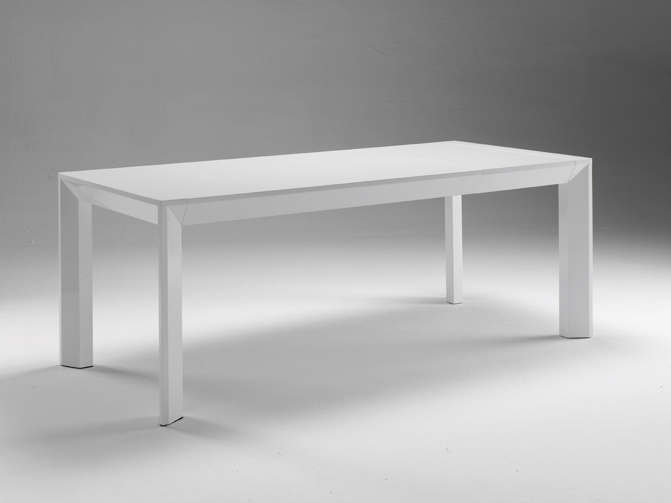 Mesa de comedor lacada blanca o negra mesas de comedor for Mesa comedor ovalada blanca