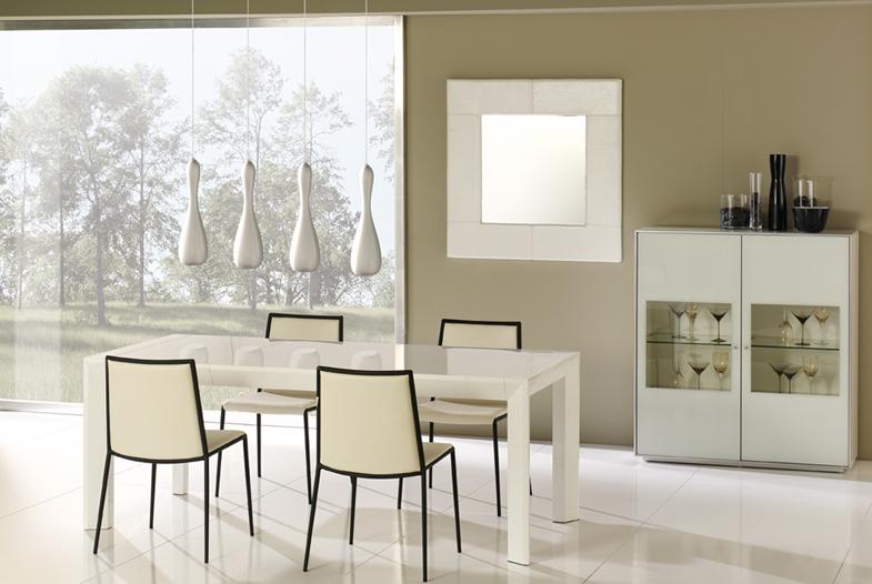Mesa de comedor lacada blanca o negra mesas de comedor for Mesas de comedor blancas