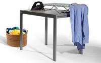Mesa de cocina con tabla de planchar