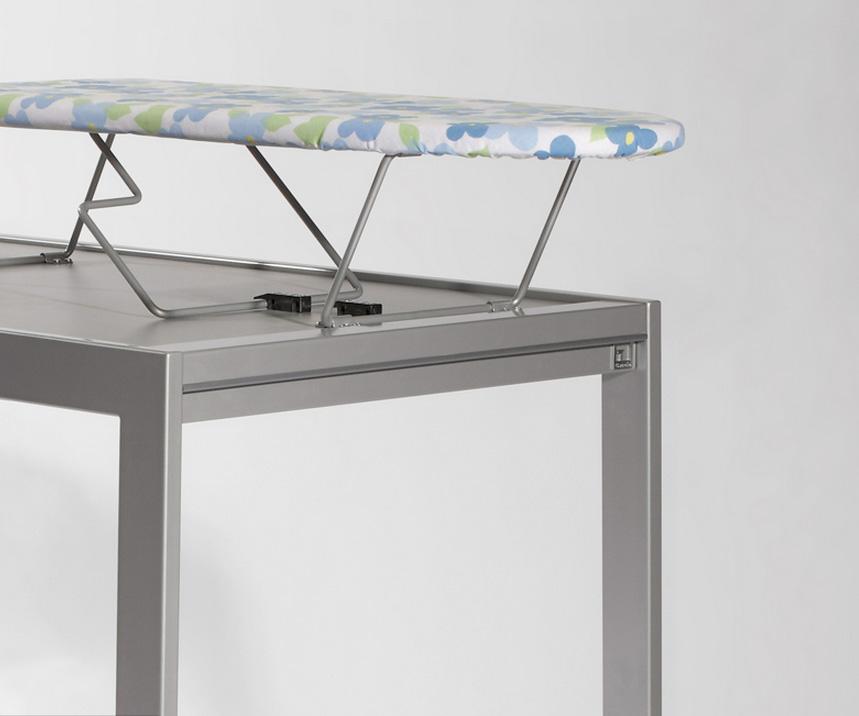 Mesa de cocina con tabla de planchar for Mesa para planchar