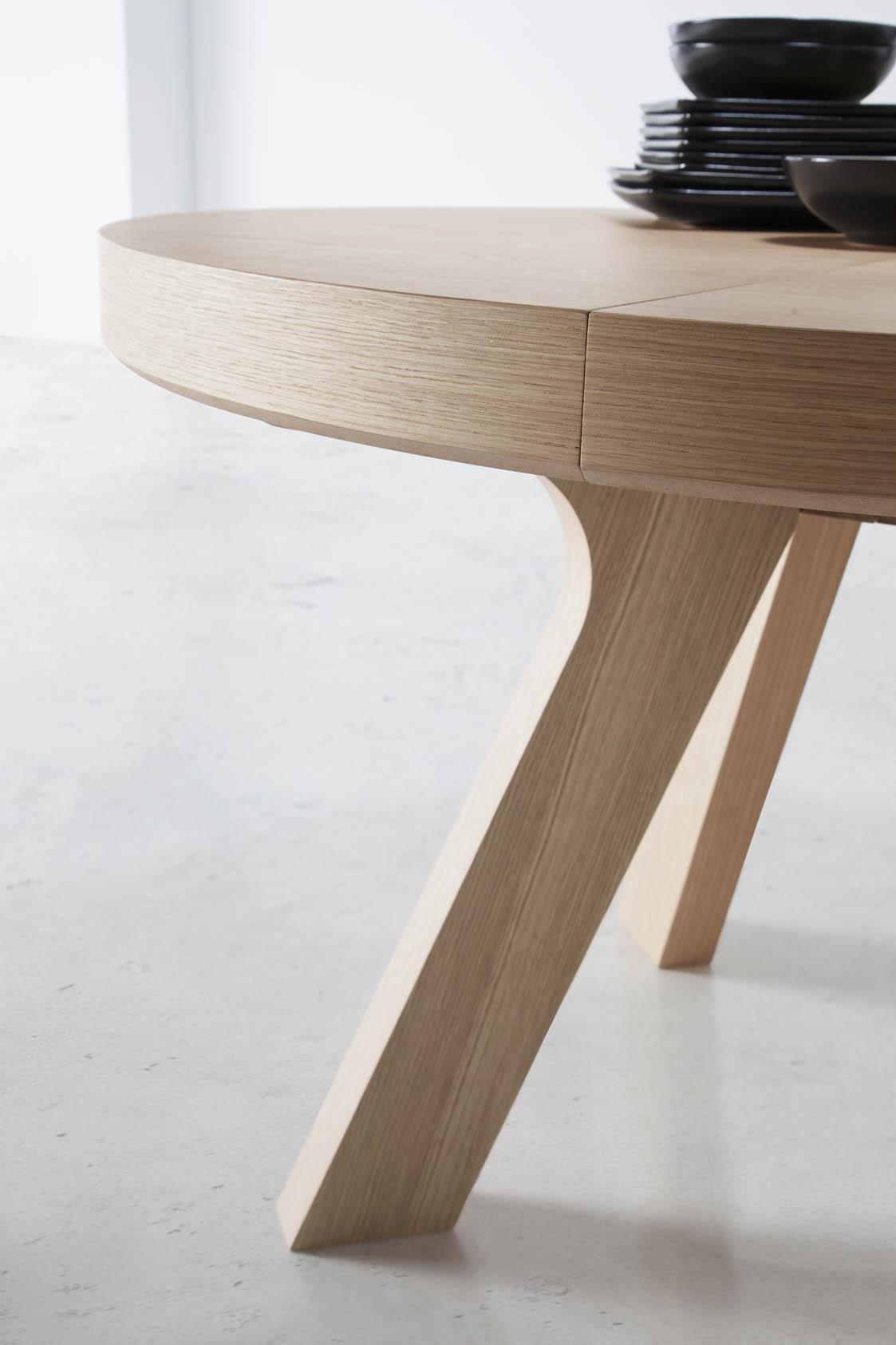 Mesa redonda extensible de madera for Mesa redonda extensible moderna