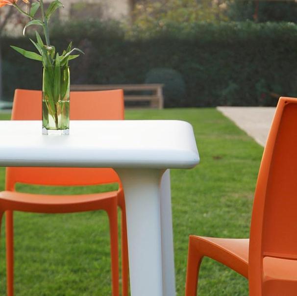 Mesa de pl stico o resina para exterior o interior marbella for Mesas de jardin de plastico