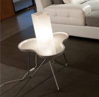 Mesa baja cromada - Mesa baja, lacada de color blanco, alto brillo, base cromada.
