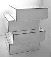 Pedestal de espejos - Pedestal de formas rectangulares con caras de espejo