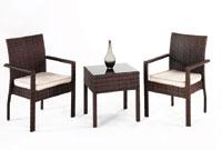 Mesa baja de exterior y sillones