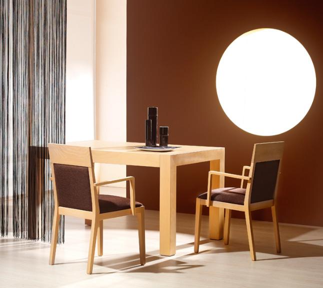 Silla de comedor con respaldo acolchado muebles de comedor for Sillas con brazos para comedor