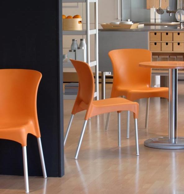Silla de pl stico o resina para exterior o interior sabadell - Mesas y sillas plastico ...