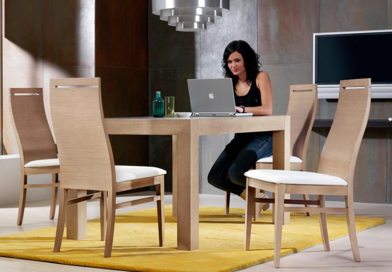 Sillas modernas for Sillas modernas de madera tapizadas