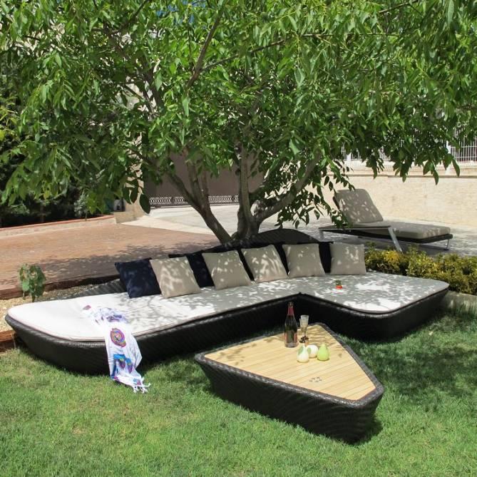 Sof rinconera chaiselong y mesa de centro para exteriores for Sofa rinconera exterior