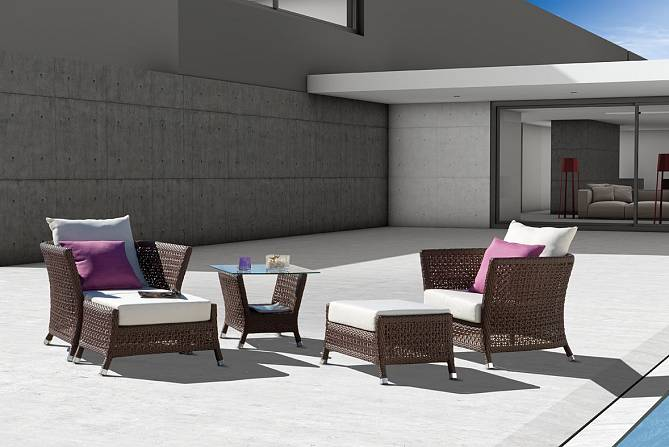 Juego de sillones mesa de centro y reposapi s de alta gama for Juego sillones exterior