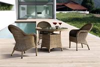 Juego de sillones y mesa de rattan para exteriores