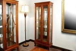 Vitrinas y muebles clásicos de madera