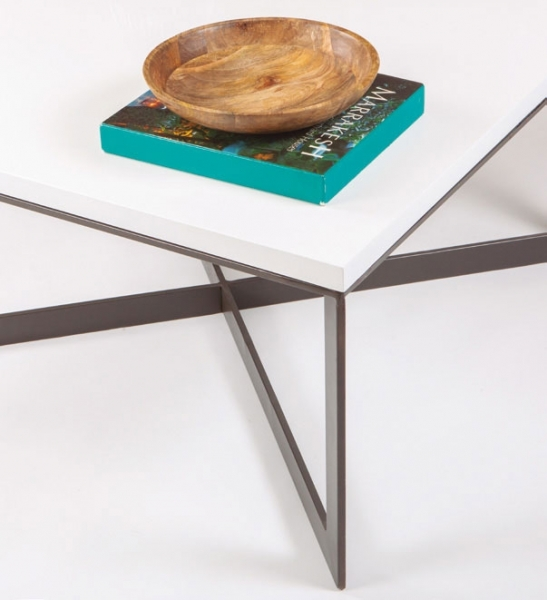 Diseños sencillos y elegantes, mesas de centro de metal con diseño moderno.