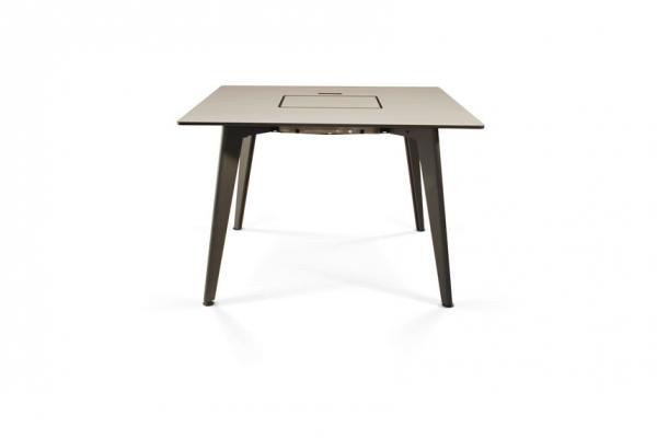 Mesa para exterior con plancha de piedra para cocinar