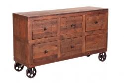 Cómoda de madera rústica y con ruedas