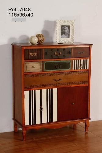 Mueble de madera con acabado bicolor -