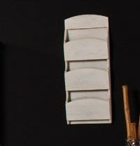 Clasificador blanco de pared - Artículo fabricado en madera y lacado en blanco roto.