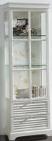 Vitrina blanca con estantes de cristal - Mueble fabricado en madera y lacado en blanco roto. Los laterales y los estantes son de cristal.