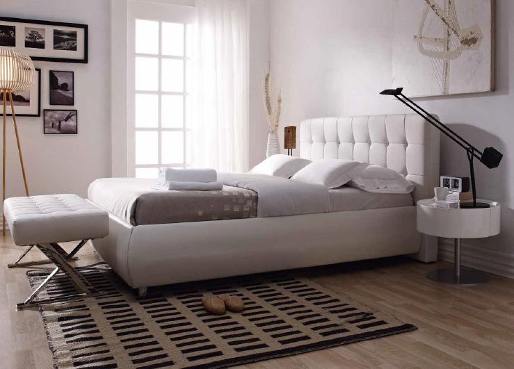 Banqueta tapizada con tapas en aspa de acero cromado - Banqueta tapizada en PVC blanco con patas en aspa en acero cromado