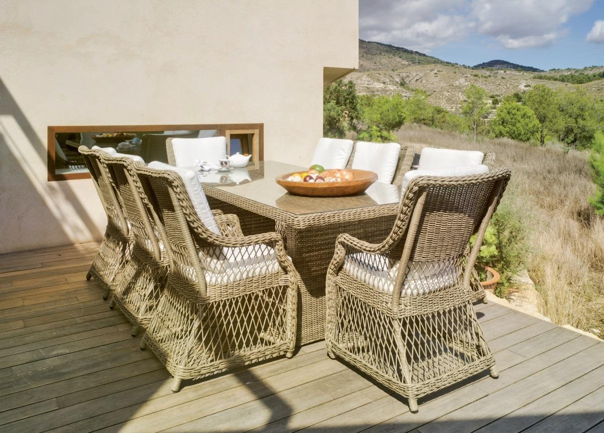 Mesa de comedor rectangular de rattan o sillones - Mesa de  comedor rectangular de rattan. Sillones.