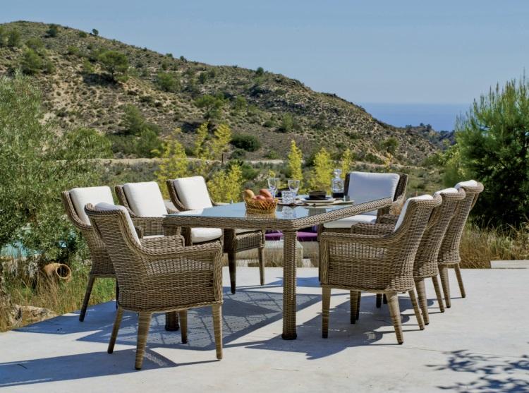 Mesa de ratan para exterior o sillones  - Conjunto compuesto por una mesa rectangular, 6 sillones y sus correspondientes cojines. Precios por separado.