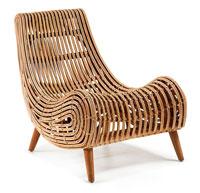 Butaca AKIT  - Butaca AKIT en rattan acabado natural y pies de madera de caoba.