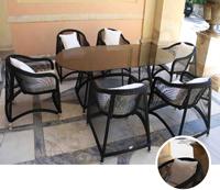 Set de mesa para exterior con sillas ARIA - Set de mesa de exterior con 6 sillones. Estructura de aluminio con trenzado de fibra sintética Negra