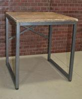 Mesa auxiliar estilo industria - Mesa auxiliar estilo industria, fabricado en metal y madera envejecida