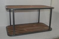 Mesa auxiliar estilo industrial - Mesa auxiliar estilo industrial, fabricado en metal y madera envejecida