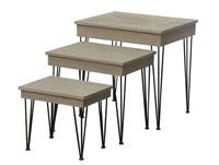 Juego de tres mesas nido - Juego de tres mesas nido, fabricado en madera de abeto,mdf en madera de color natural con estilo industrial