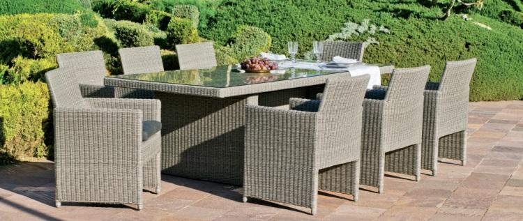 Mesa de ratan para exterior con sillones 3 - Conjunto compuesto por una mesa rectangular, 6 sillones y sus correspondientes cojines.