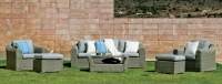 Conjunto de sillones de ratan para exterior - Conjunto compuesto por dos sillones, 1 sofá de 3 plazas, 1 mesa de centro y cojines.