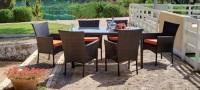 Conjunto de comedor exterior 1 - Mesa de ratán con sillones.