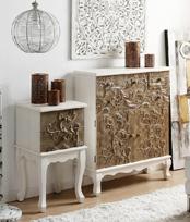 Mueble aparador vertical y mesilla madera tallada y lacada