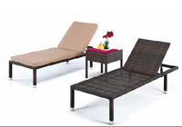 Camas reclinables y mesa auxiliar para exteriores BENASAL - Tumbonas con respaldo reclinable y mesa auxiliar para exteriores. Modelo Benasal