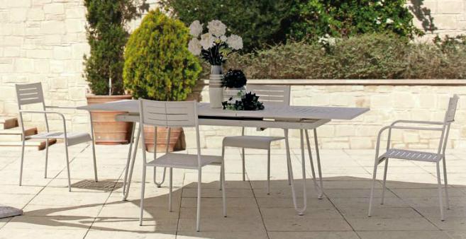 Comedor con estructura de hierro mesa extensible for Estructuras de jardin