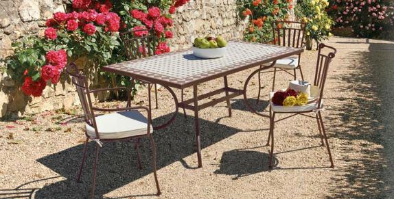 Comedor con mesas de mosaico cerámica - Estructura de hierro