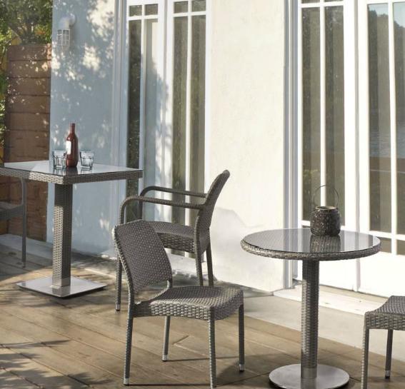 Mesitas redonda y sillas para exteriores - Tejido de polirattan estructura aluminio