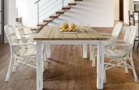 Mesa comedor con estructura de madera - Sillas de rattan a juego disponibles